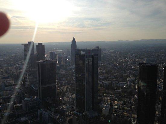 Main Tower: vista contro sole