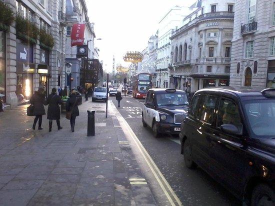 Airways Hotel Victoria London: Dall'hotel si possono raggiungere numerose attrazioni della città.