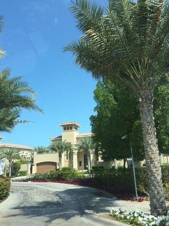 The St. Regis Saadiyat Island Resort: Drive into the hotel