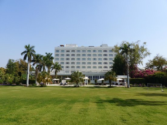 The Gateway Hotel, Agra: The Gateway gardens