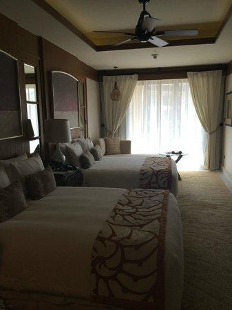The St. Regis Saadiyat Island Resort: Twin bedroom