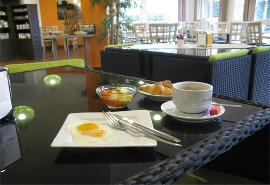 Inter Hotel Lyon Nord : salle petit déjeuner