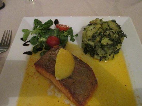 Prasna Basta: Salmon,  potatoes, spinach