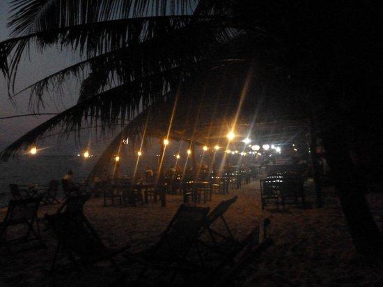 Viet Thanh Resort: diner au restaurant de la plage