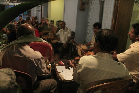 Raja's Guest Home: Dinner with musicians
