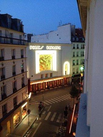 Maxim Folies : uitzicht op historisch theater vanuit de kamer