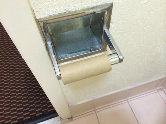 Quality Inn I-75 at Exit 399: Empty toilet paper holder