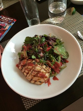 Brasserie 1605 at the Crowne Plaza Times Square: Chicken Strawberry Salad