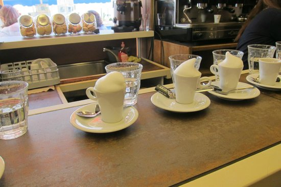 Tastes of Provence - Tours : Lovely café!