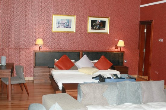 Hawthorn Hotel & Suites Hawally Kuwait: room