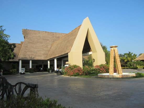 Sandos Caracol Eco Resort: Main entrance