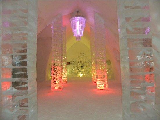 Hotel de Glace: Entrance