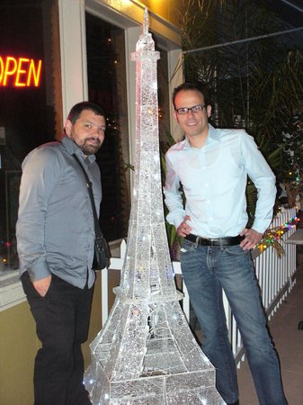 Gulf Bistro : My two French friends - lit up Eiffel Tower
