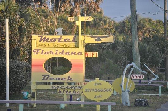Floridana Beach Motel: grounds
