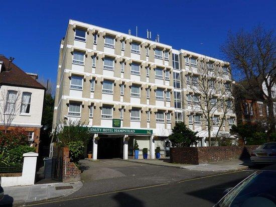 Quality Hotel Hampstead: Вид на отель с улицы Frognal