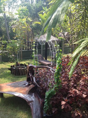 Baan Habeebee Resort : jardin