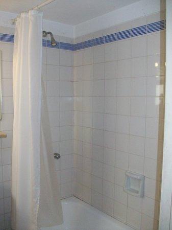 Gran Hotel Argentino: Esta es la habitacion 722, el baño, muy muy viejo pero la limpieza es buena.