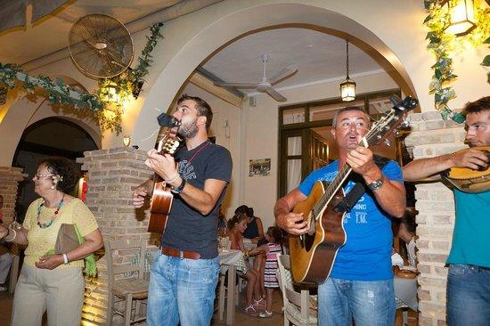 Varkarola: Local (real, not some fake actors) music