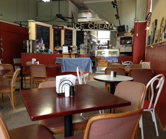 Emporium Ice Cream and Dinette: Emporium's dining room before it got busy