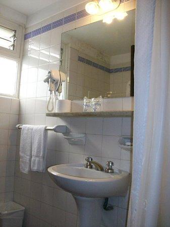 Gran Hotel Argentino: Un buen espejo y secador de pelo  que funcionaba, en la 223 no andaba.