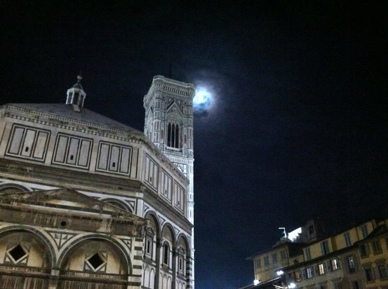 Italy Hotline Custom and Gourmet Tours: Moon over Florence