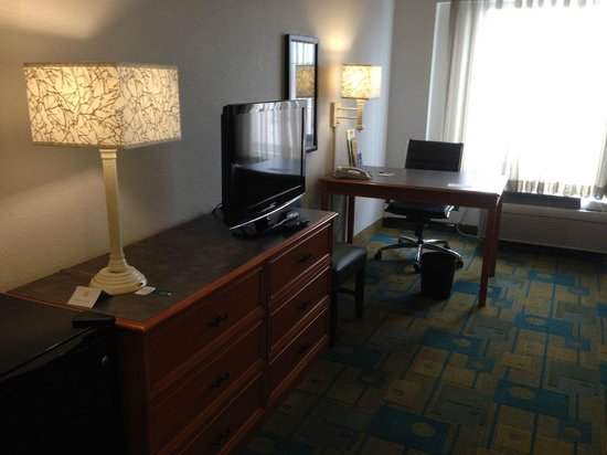 La Quinta Inn & Suites Salt Lake City Airport: Flat Screen TV