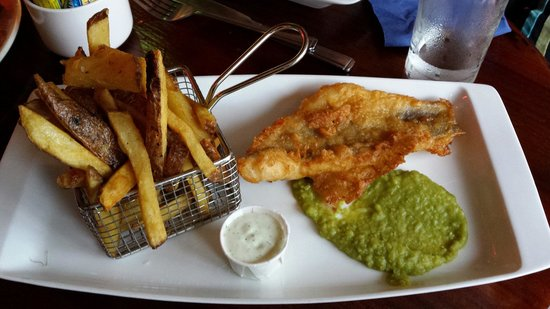 The Victoria House: Fish and chips. Amazingly fresh