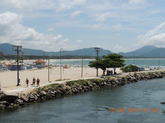 Barra da Lagoa Beach: hacia el otro lado del puente