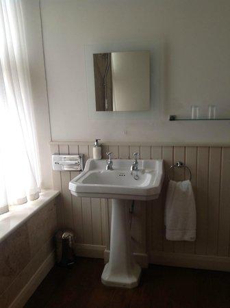 The Wheatley Arms: Bathroom