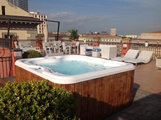 La Ciliegina Lifestyle Hotel: cool rooftop with a jacuzzi!