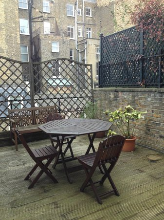 Collingham Serviced Apartments: Private outdoor terrace