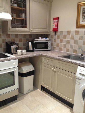 Collingham Serviced Apartments: Kitchen