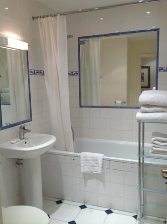 Collingham Serviced Apartments: Bathroom