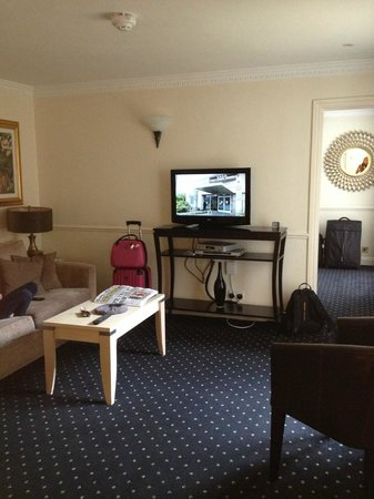 Collingham Serviced Apartments: Living room with pull out sofa bed