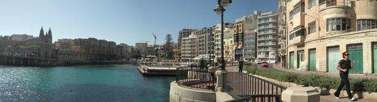St. Julian's Bay Hotel: promenade
