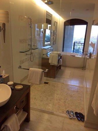 The St. Regis Saadiyat Island Resort: Ванная комната