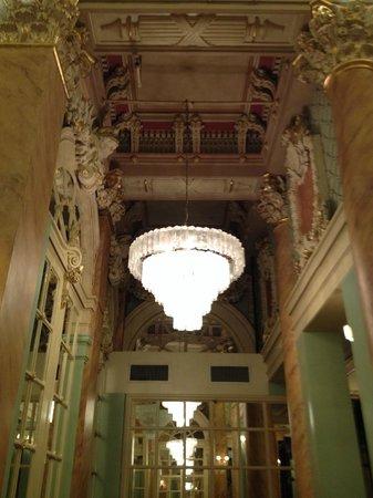 Wolcott Hotel: Lobby