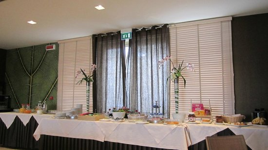 Hotel Pineta : Tavolo colazione