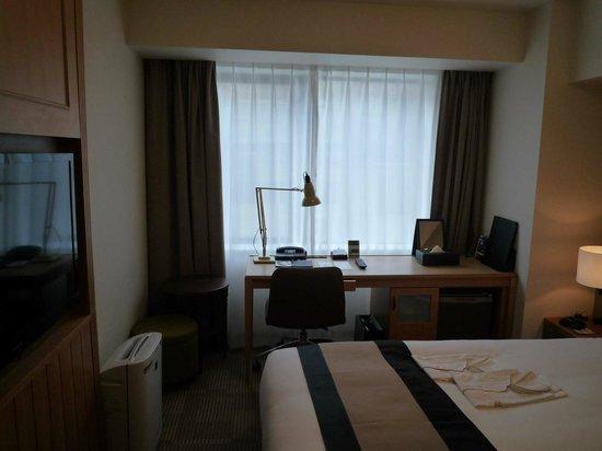 Richmond Hotel Asakusa : Zimmer mit Schreibtisch