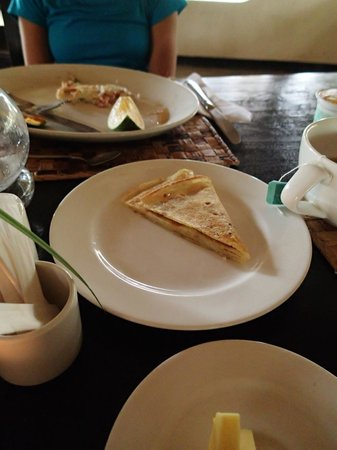 L'Oasis Lodge and Annexe: Delicious, Fresh, African pancakes (like crepes).