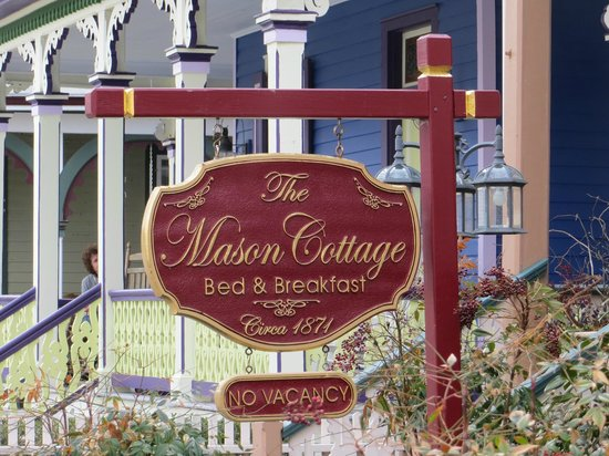 The Mason Cottage Bed & Breakfast Inn : Front sign
