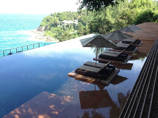Paresa Resort Phuket : The public pool area.  There is pool side service.