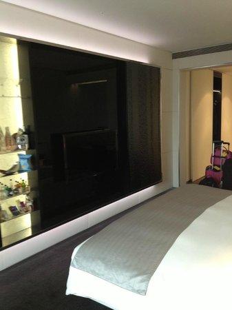 ME London : TV/Mini bar Vibe room