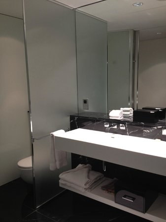 ME London: Bathroom area