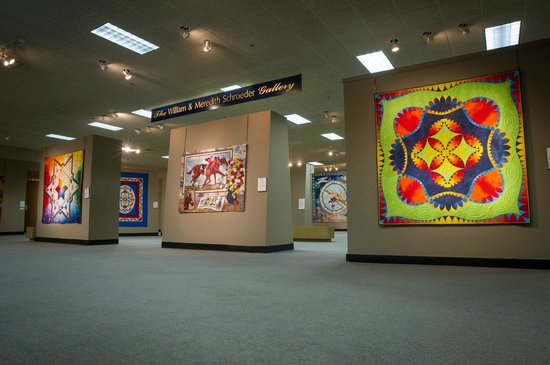 The National Quilt Museum: Museum main gallery