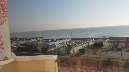 Beach Hotel Apollo : lo spettacolo di una mite giornata primaverile