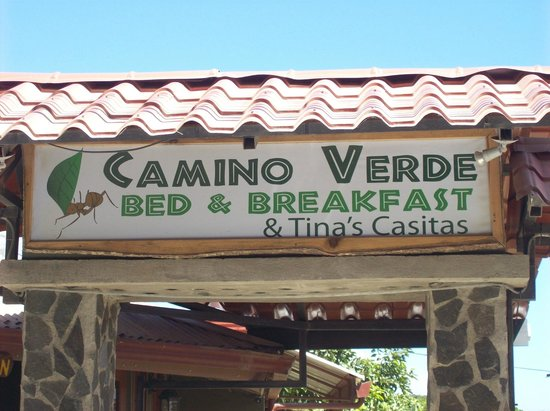 Camino Verde Bed & Breakfast Monteverde : Sign from the street