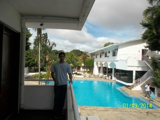 Hotel Asturias : Zona de habitaciones con vista a la pileta