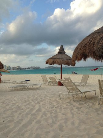 Club Med Cancun Yucatan : lots of room on the beach