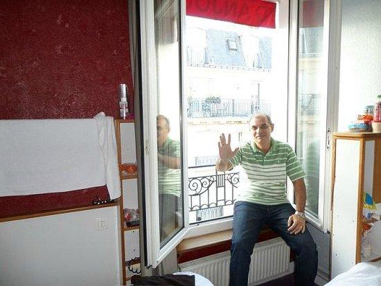 D'Anjou Hotel Paris: Janela do quarto